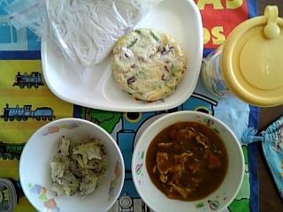 カレー米麺給食12.8.JPG