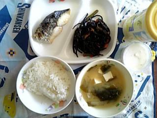 魚焼き、オレンジヨーグルト給食.JPG