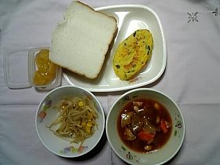 11.18米パン・オムレツ・ジャム給食.jpg